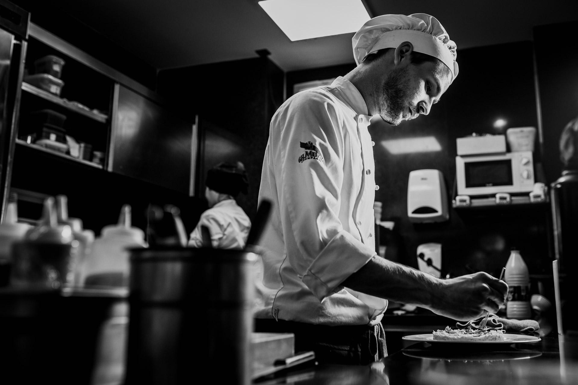 Cocinero cocinando, Fotógrafo gastronómico, fotógrafo tatel madrid, fotógrafo hostelería, fotógrafo profesional madrid, fotógrafo lifestyle madrid